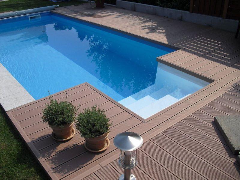 schwimmbad schwimmbecken oder pool erholung pur im. Black Bedroom Furniture Sets. Home Design Ideas